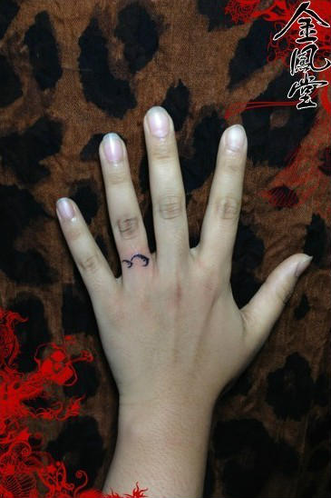 手指上纹身小图案 gd手指上的纹身 手指上纹身小图案高清图片