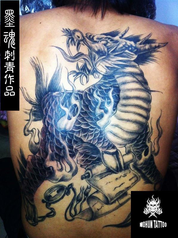 满背鲤鱼纹身覆盖 纹身满背龙 满背关公纹身手稿 满背花旦纹身图片