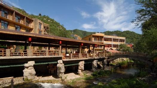 卧龙别墅度假村位于风景秀丽的九龙湖风景区内,与九坛沟v别墅.200设计图平方米山庄图片