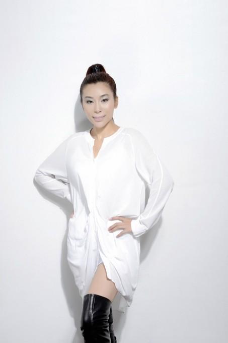 刘炫颉,内地女歌手,音乐制作人,中国艺术家协会常务理事 ,佛乐文化