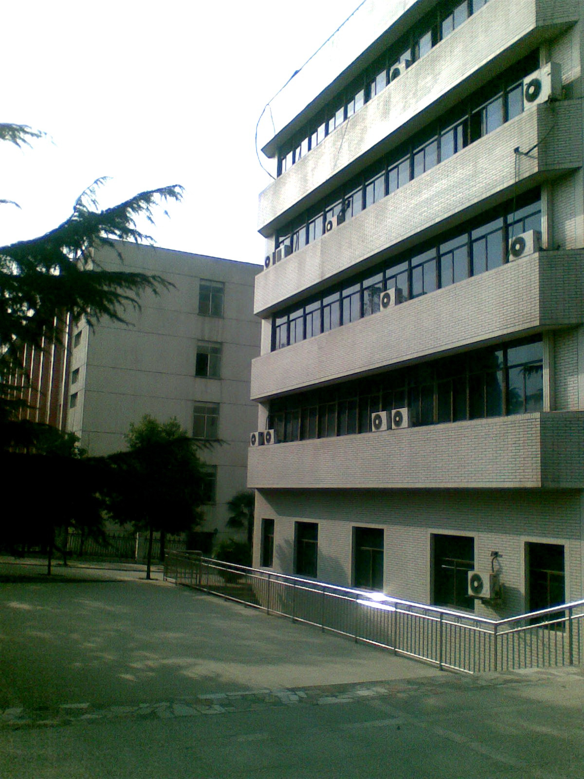 同时学校根据通信企业技术发展的现状不四川邮电职业技术学院