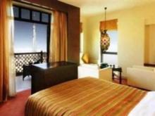 曼泽尔市区酒店