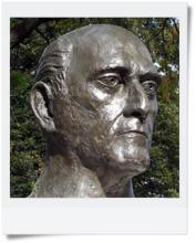 索尔蒂雕像