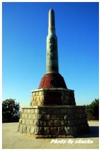 203高地上日軍建築的爾靈山紀念塔