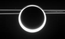 卡西尼飞船捕捉的壮丽土星景象