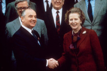 1988年,撒切尔和戈尔巴乔夫在一起。