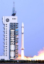 酒泉升空的火箭图片
