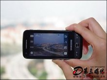 三星m8910手机左边则分别安置着快门键相机启动键音量调整/变焦键
