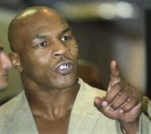 2005年6月11日泰森与学徒拳击手凯文·麦克布莱德打了最后一场比赛图片
