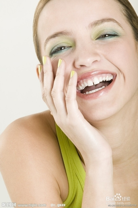 美女张嘴看牙齿视频