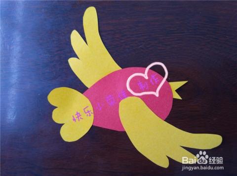 剪纸画小鸟,于是小荣佳就开始了这次的手工之旅,利用各种颜色的彩纸