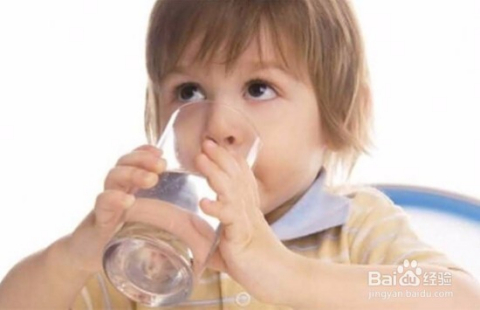 多喝水的好处与坏处图片