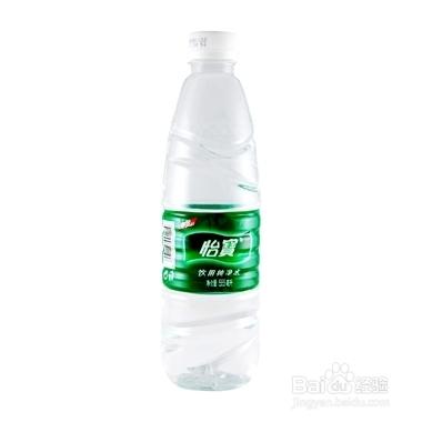 首先准备好几样东西:绿豆,白砂糖,空的矿泉水瓶.图片
