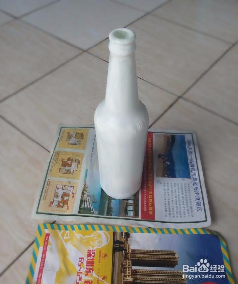 用啤酒瓶制作现代简约风格花瓶图片