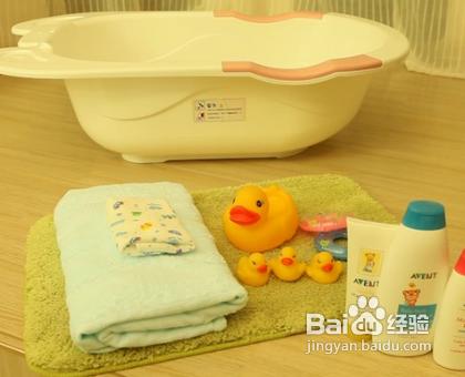 宝宝洗澡要用沐浴露_需要准备宝宝浴盆,宝宝浴巾,毛巾,洗澡玩具,和适合宝宝的沐浴露.