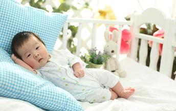 怎样让宝宝自己睡觉