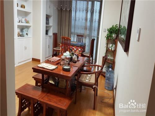 茶室和阳台之间用半截水晶珠帘图片