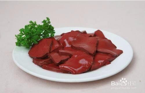 吃猪血有什么好处和坏处图片