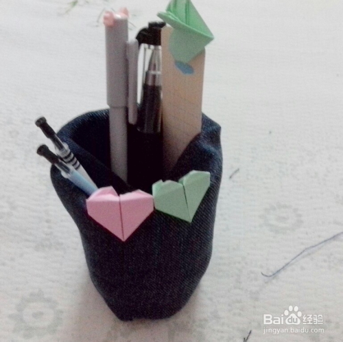 废物利用:[2]矿泉水瓶变笔筒图片