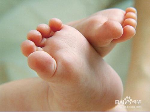夏天宝宝怎样正确穿袜子图片