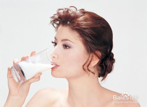 喝牛奶会长痘痘吗