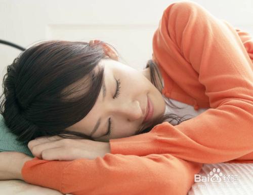 怎样的睡姿有助于减肥
