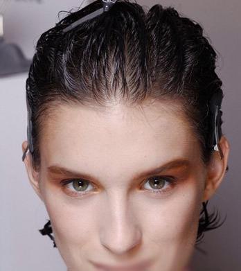 中发发型扎法 超级名模教你如何打理头发图片