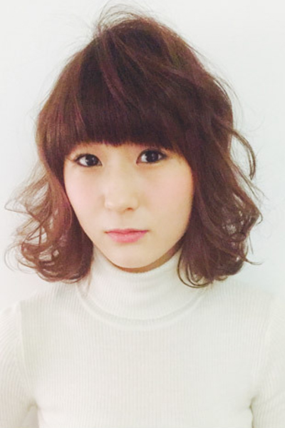 齐刘海短发烫发发型 修饰出好看的脸型图片