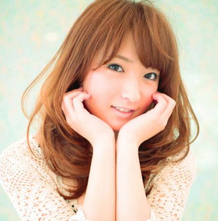 最新大脸女生适合发型 气质中长发卷发修脸发型图片图片