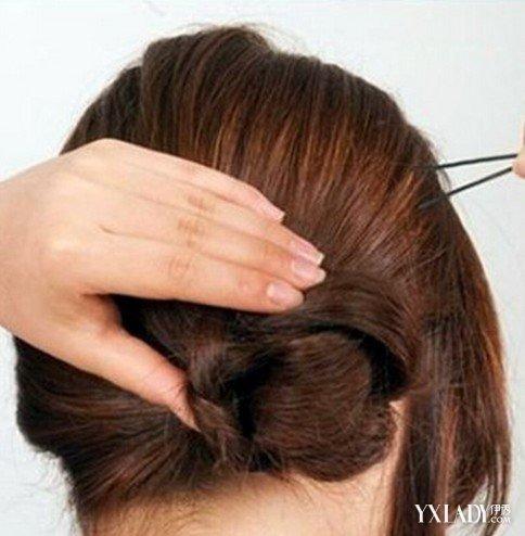 简单的直发发型扎法韩式侧扎丸子头扎法步骤图片