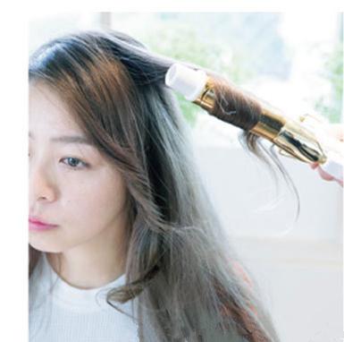 女士用卷发棒做发型分享展示图片