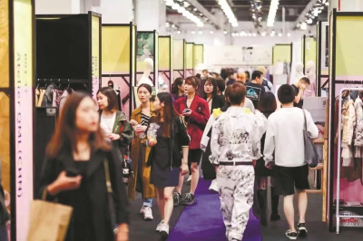 上海时装周彰显创意无限