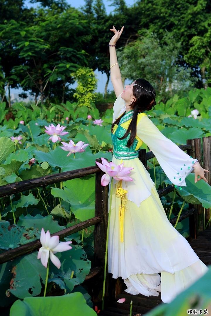 荷塘舞女 古装美女 古典舞