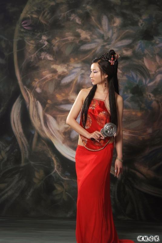 古装美女之红肚兜