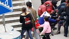 3名女子在电子城指挥孩子行窃 监控拍下过程