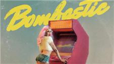 Bonnie McKee《Bombastic》:浮夸的画风与搞笑手段