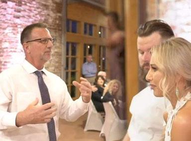 泪目!爸爸苦学手语为女儿婚礼献唱