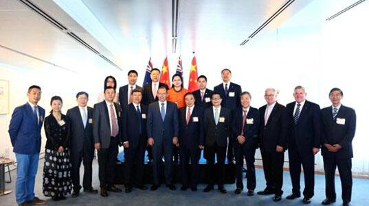 中国奥运精英代表团访澳 特首赠1400万澳元支票