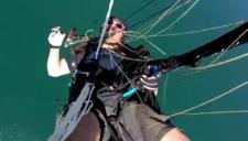 美跳伞员与电线纠缠失控坠地所幸无碍
