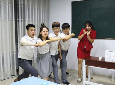 """女同学表演""""98K""""舞得第一名"""