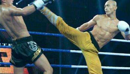 少林武僧一龙20秒ko对手 日本拳王倒地不起