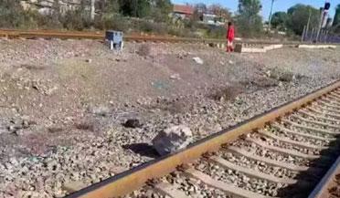 79岁大爷一路狂奔救下一列火车