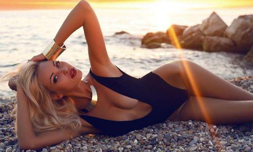 性感美女热裤美臀 沙滩热舞性感到极点