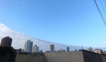 """美不胜收!上海现天空""""鸳鸯锅""""奇观"""