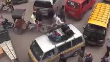 美国情侣车震引路人围观 致交通堵塞