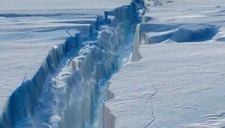 南极冰架大裂缝!英国暂时关停一科考站