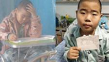 患癌男童在隔离罩里考试