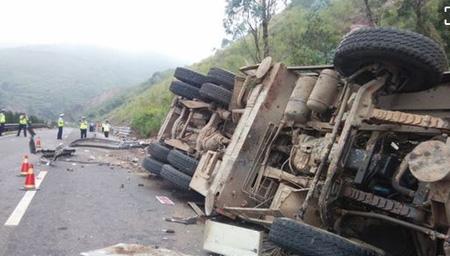 云南德宏州芒市发生一起交通事故致9死20伤