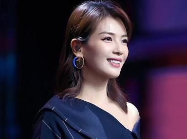 耳环亮了!刘涛戴人脸耳环化身时髦歌手,真是人美歌甜