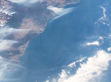 NASA称澳洲山火烟雾已绕地球半圈